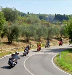 tour in moto stradale