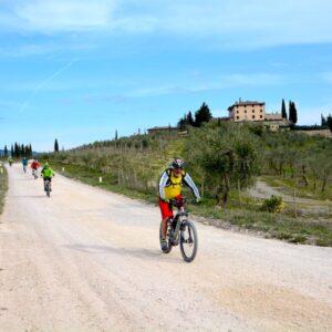 Il-Classico-E-bike-strade-bianche-in-chianti