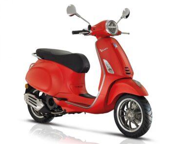Vespa Piaggio 125cc rental in Chianti
